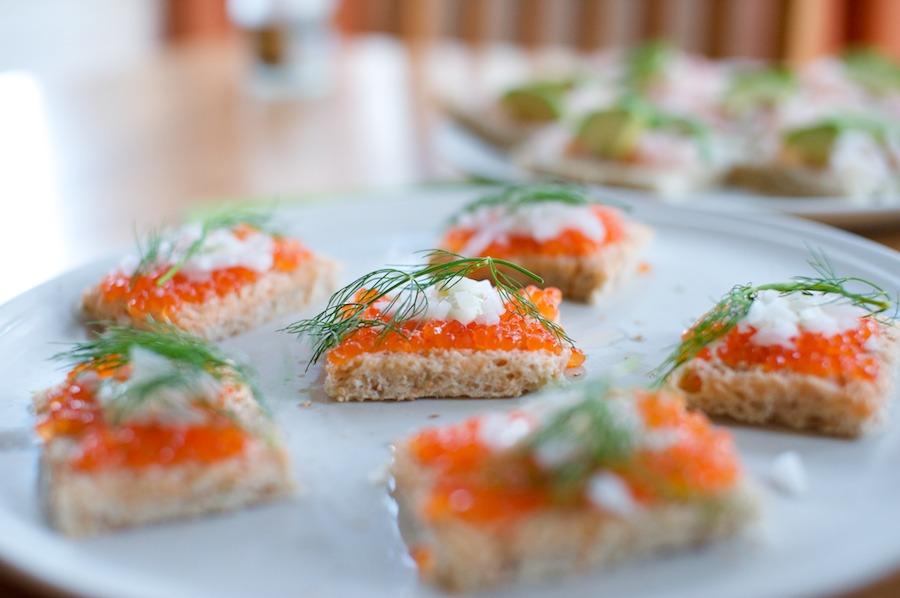 hääpäivän ruokia: mätileipiä