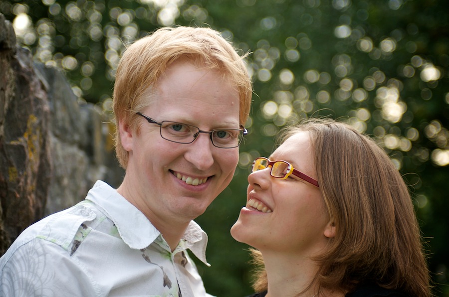 Hanna ja Jukka kirkon raunioilla