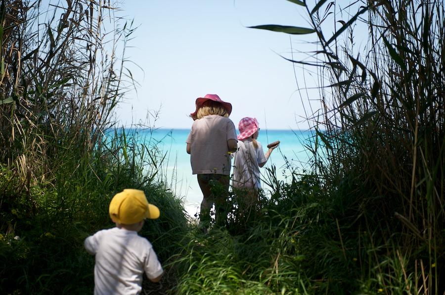 Kolmikko matkalla Välimerelle