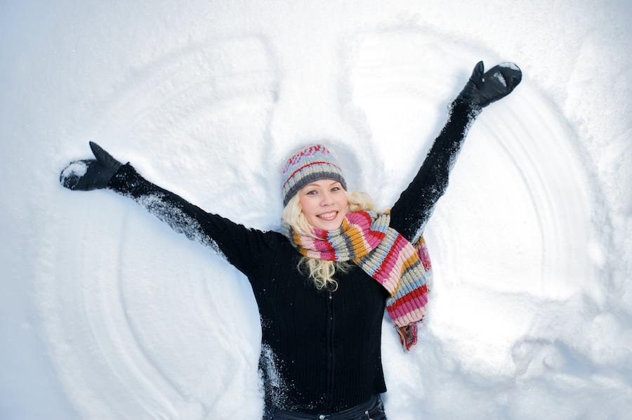 Heidi tekee lumienkeliä